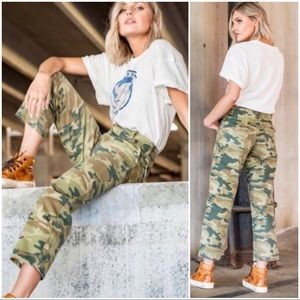•FREE PEOPLE• Camo Remy Cropped High Rise Jeans